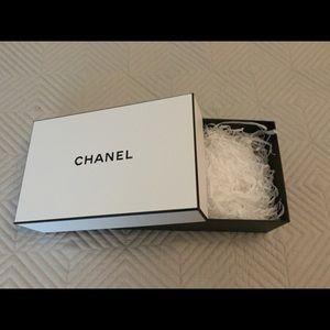 🎁 Chanel white and black gift box 🎁🌷